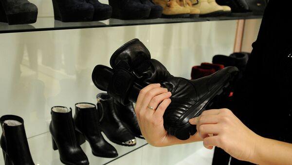 Выбор обуви. Архивное фото