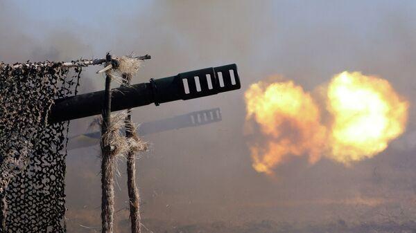 Выстрелы производит батарея орудий калибра 152 мм Гиацинт. Архивное фото