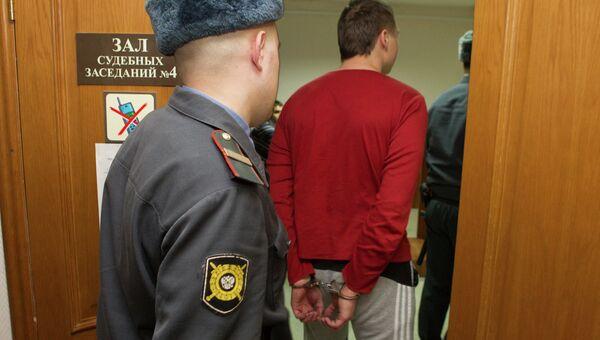 Подозреваемый в избиении томского бизнесмена Максима Хайкиса в суде, событийное фото