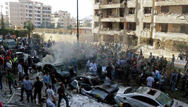 Последствия взрывов в Бейруте возле посольства Ирана. Архивное фото