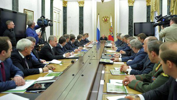 В.Путин на заседании с членами Совбеза РФ
