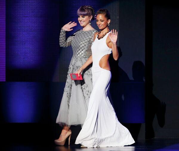 Келли Осборн и Николь Ричи на 41-й церемонии American Music Awards