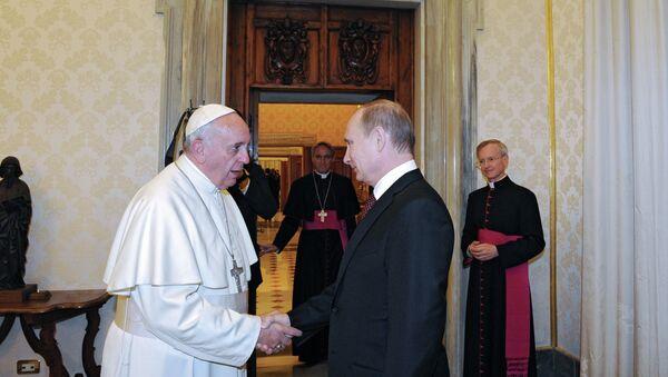 Президент России Владимир Путин во время встречи с Папой Римским Франциском. . Архивное фото