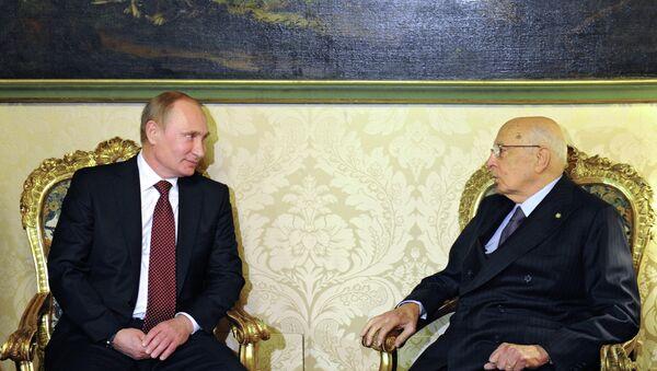 Президент России Владимир Путин (слева) во время встречи с президентом Италии Джорждо Наполитано. Фото с места событий