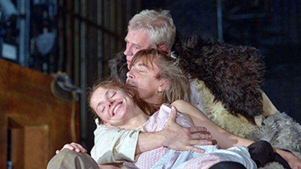 Сцена из спектакля Леди Макбет нашего уезда