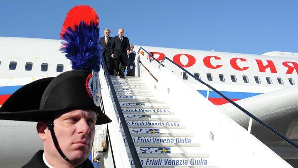 Владимир Путин во время прибытия в аэропорт Триеста. Фото с места события