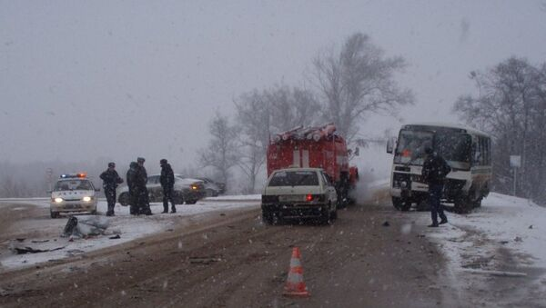 Столкновение ВАЗ-2112 с автобусом в Самарской области, фото с места события