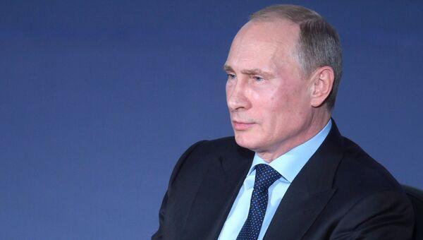 В.Путин посетил юридический факультет МГУ им. Ломоносова. Архивное фото