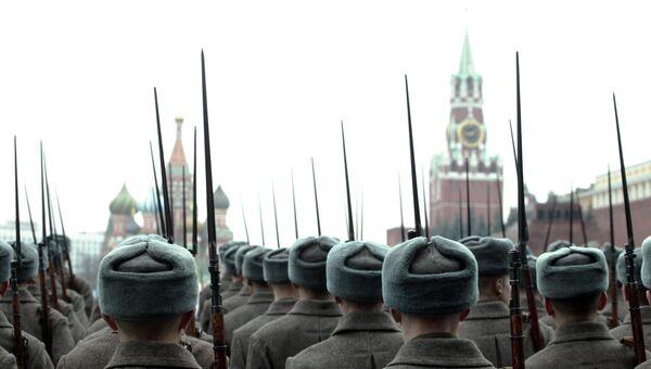 Торжественный марш в честь парада 7 ноября 1941 года