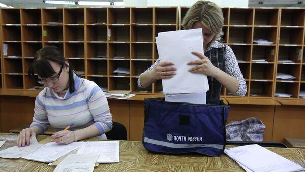 Работа отдела доставки письменной корреспонденции ФГУП Почта России. Архивное фото