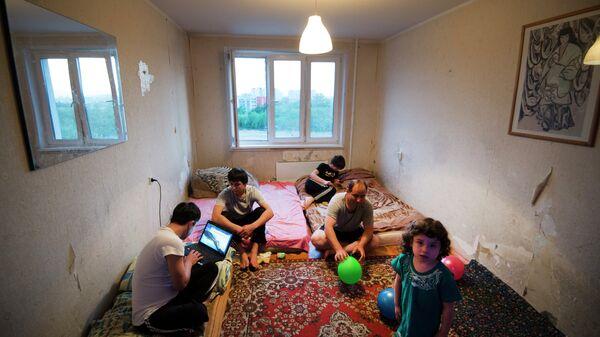 Семья мигрантов из Таджикистана
