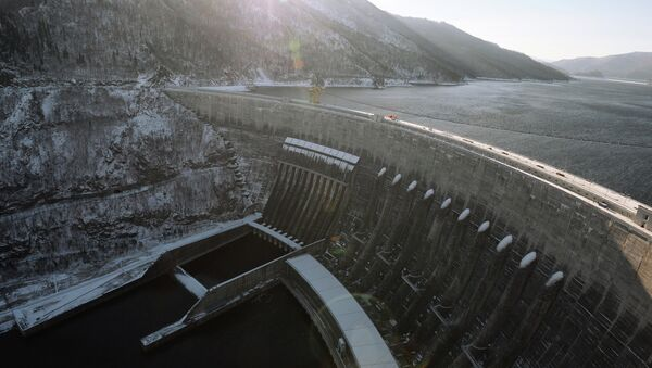 Вид на плотину Саяно-Шушенской ГЭС. Архивное фото