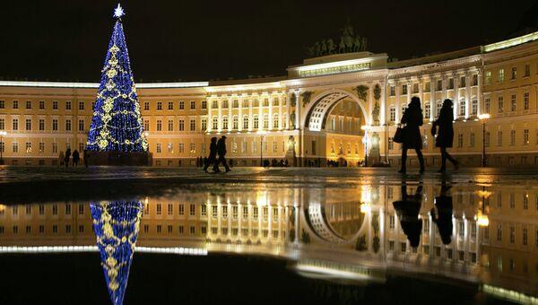 Новогодняя елка на Дворцовой площади. Архивное фото