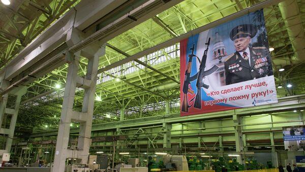 Плакат с портретом конструктора - оружейника Михаила Калашникова, архивное фото