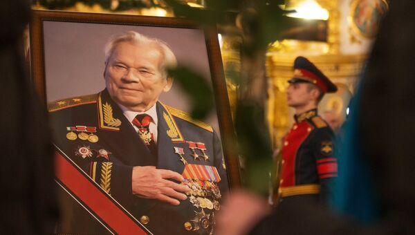 Прощание с легендарным конструктором стрелкового оружия М.Калашниковым в Ижевске