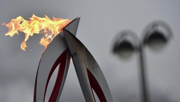 Факел во время эстафеты олимпийского огня. Архивное фото.