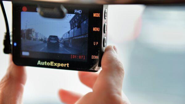 Видеорегистратор в автомобиле. Архивное фото