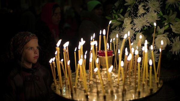 Прихожане во время праздничного Рождественского богослужения в Казанском соборе Санкт-Петербурга