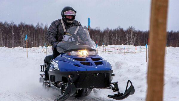 Гонки на снегоходах на Форуме снега в Новосибирске