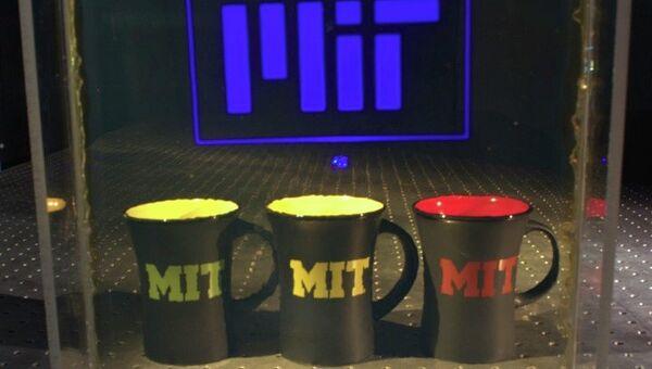 Логотип МИТ на прозрачном проекционном экране. Иллюстрация авторов статьи.