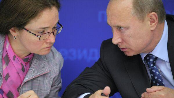 Владимир Путин и Эльвира Набиуллина. Архивное фото