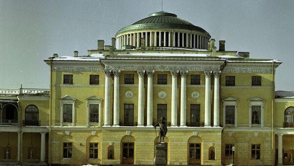 Павловский дворец. Архивное фото