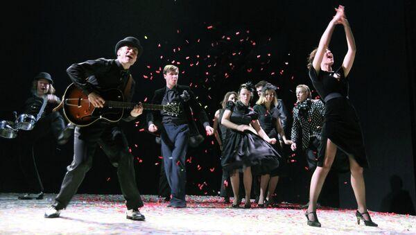 Сцена из спектакля Дона Флор и два ее мужа
