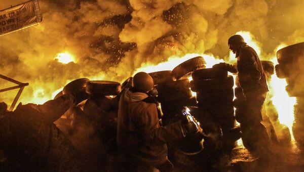 Столкновения протестующих с милицией в центре Киева, архивное фото