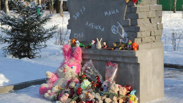 Памятник детям блокадного Ленинграда, захороненным в Костроме. Событийное фото.