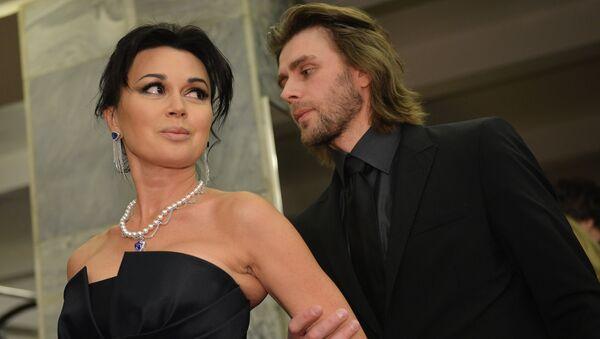 Актриса Анастасия Заворотнюк с мужем, тренером по фигурному катанию Петром Чернышевым. Архивное фото