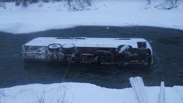 Автобус упавший в реку на Алтае