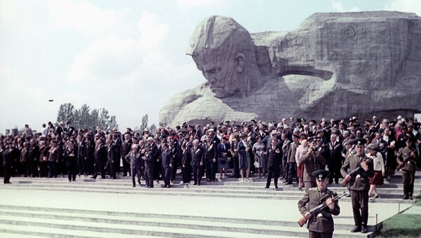 Монумент Мужество. Архивное фото