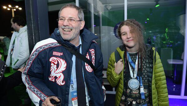 Телеведущий и вице-президент компании Роснефть Михаил Леонтьев с дочерью Дашей на вечеринке Мегафона в Олимпийский парке