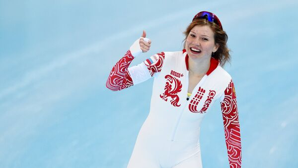 Ольга Фаткулина (Россия) после финиша второго забега на 500 метров в соревнованиях по конькобежному спорту