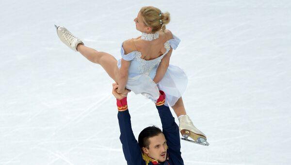 Татьяна Волосожар и Максим Траньков (Россия) выступают в короткой программе парного катания