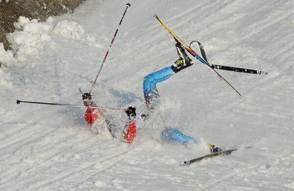 Антон Гафаров (Россия) на дистанции полуфинального забега индивидуального спринта в соревнованиях по лыжным гонкам