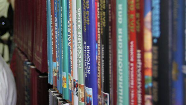 Книги в сельской библиотеке. Архивное фото