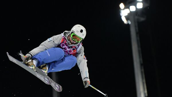 Елизавета Чеснокова (Россия) в квалификации хаф-пайпа на соревнованиях по фристайлу среди женщин на XXII зимних Олимпийских играх в Сочи. Фото с места события