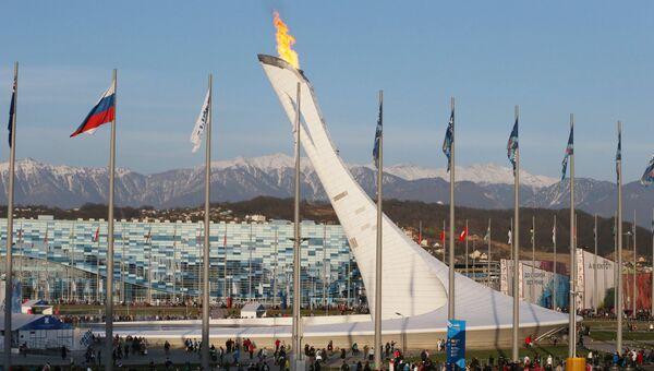 Зрители прибывают на церемонию закрытия XXII зимних Олимпийских игр