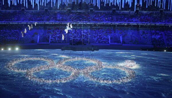 Артисты во время церемонии закрытия XXII зимних Олимпийских игр в Сочи.