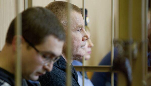 Экс-глава СХК Владимир Короткевич и его заместитель Юрий Кунгуров во время судебного заседания, фото с места событий