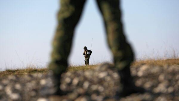Солдаты российской армии на военной базе во время занятий по огневой подготовке. Архивное фото
