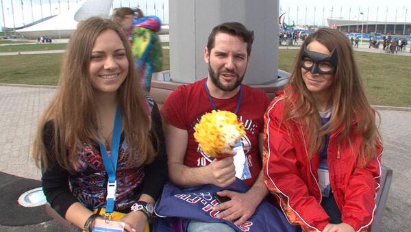 Болельщики из разных стран на Паралимпиаде поздравили женщин с 8 марта