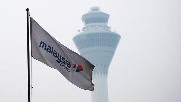 Флаг компании Malaysia Airlines в аэропорту Куала-Лумпура