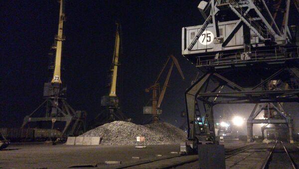 Морской торговый порт в Находке, архивное фото