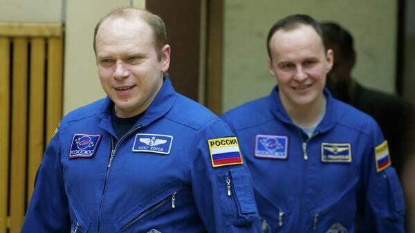Российские члены экипажа ТПК Союз ТМА-10М Сергей Рязанский (слева) и Олег Котов, архивное фото