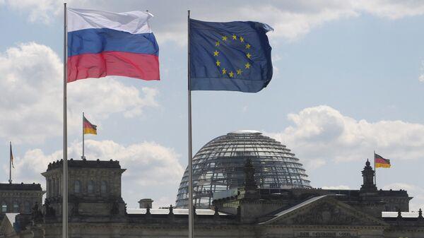 Флаги Германии, России и ЕС, архивное фото