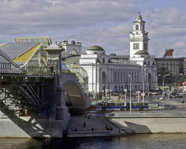 Вид на площадь Европы и Киевский вокзал