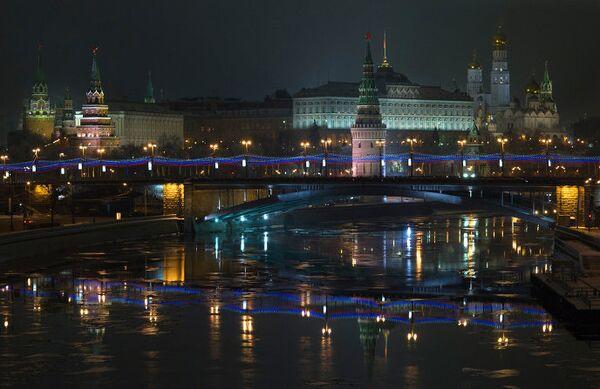 Вид на Московский Кремль и Большой Каменный мост