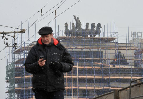 Реставрационные работы на месте архитектурного памятника Триумфальная арка в Москве